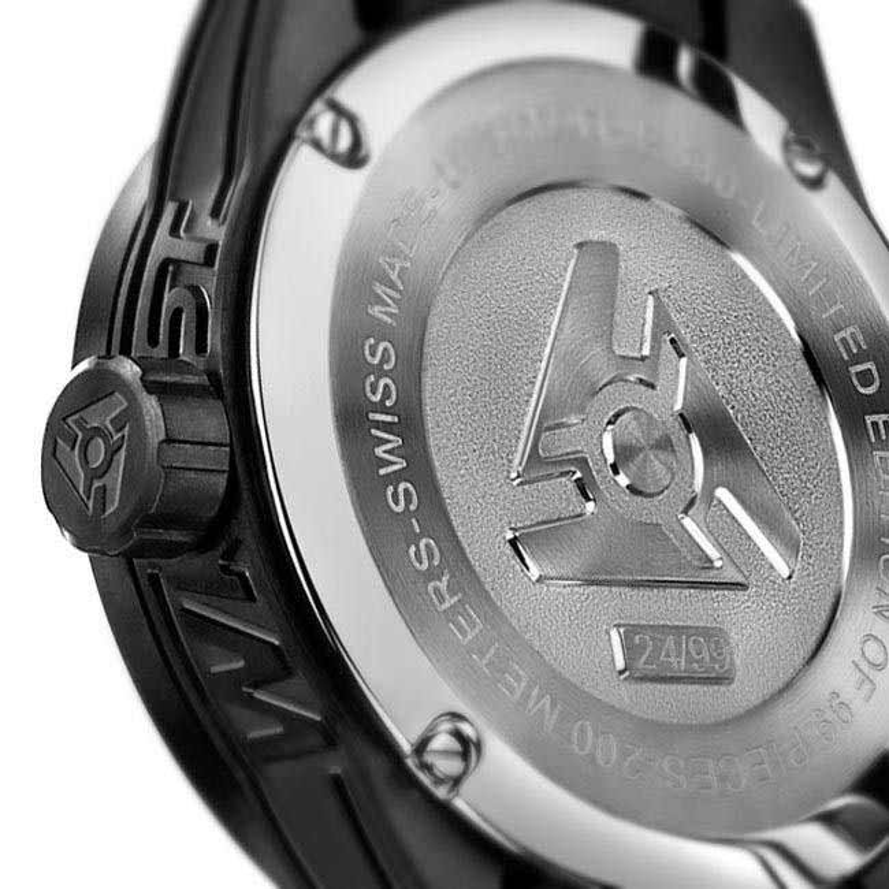 Reloj negro de edición limitada en fibra de carbono