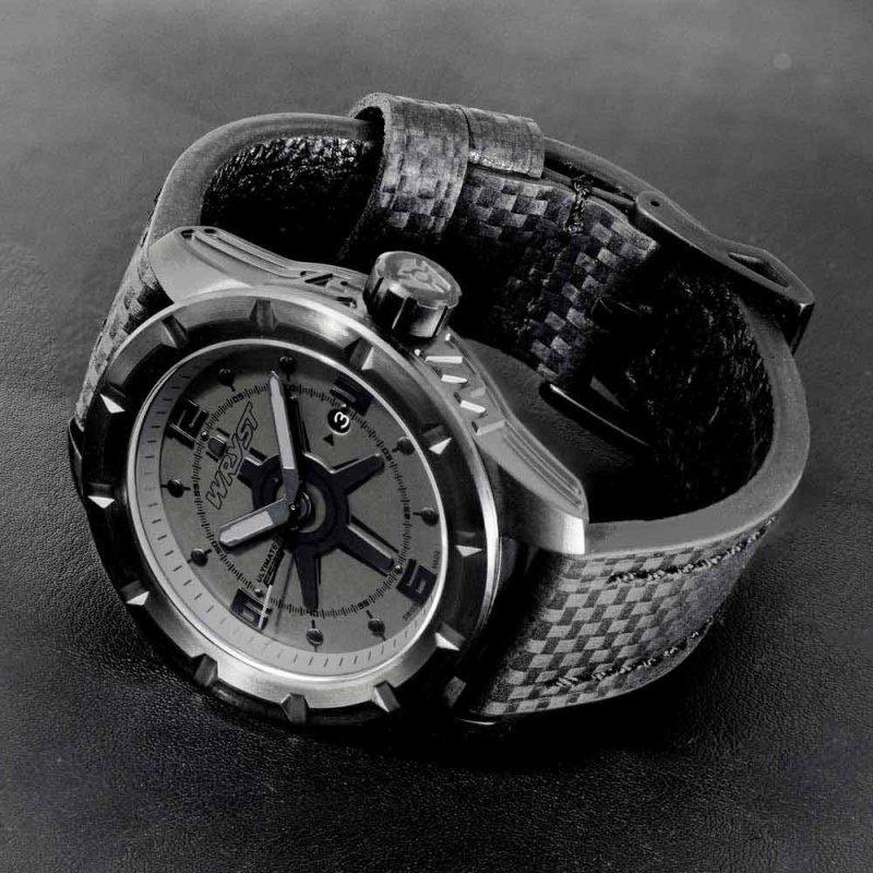 Reloj negro resistente a rayones de fibra de carbono