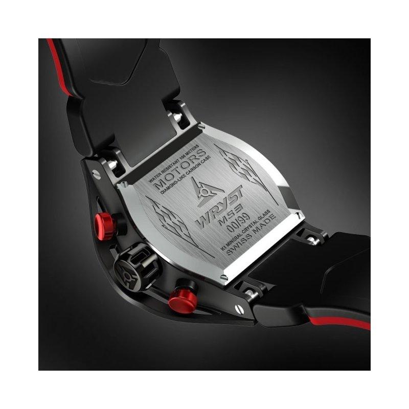 Montre noire de sport avec cadran fibre de carbone