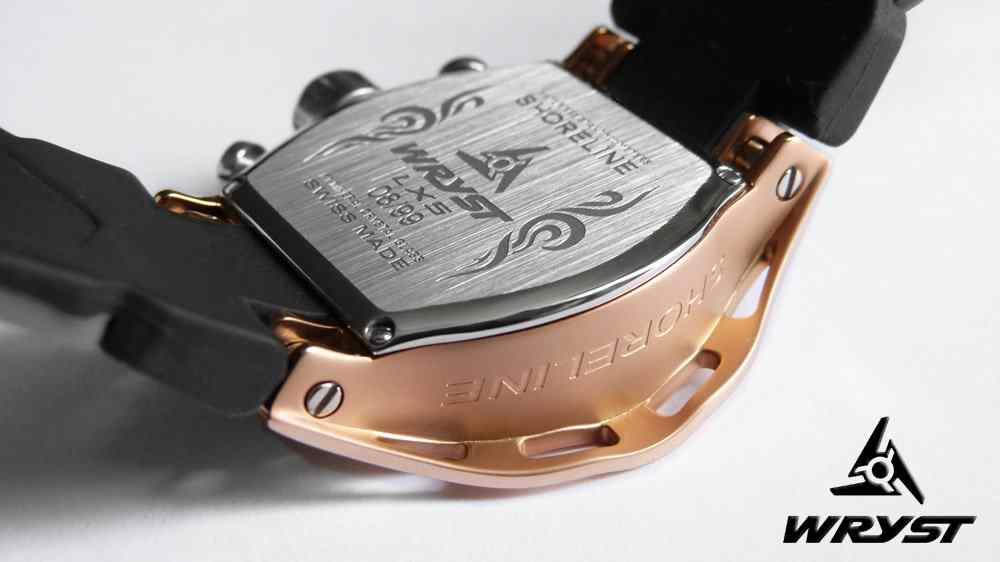 Montre de sport noire en or rose de fabrication suisse