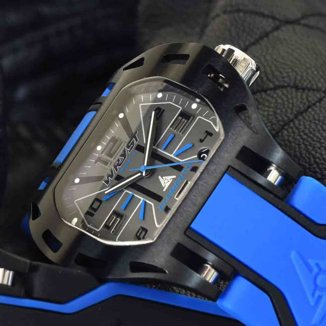 Black and blue sports watch PH7