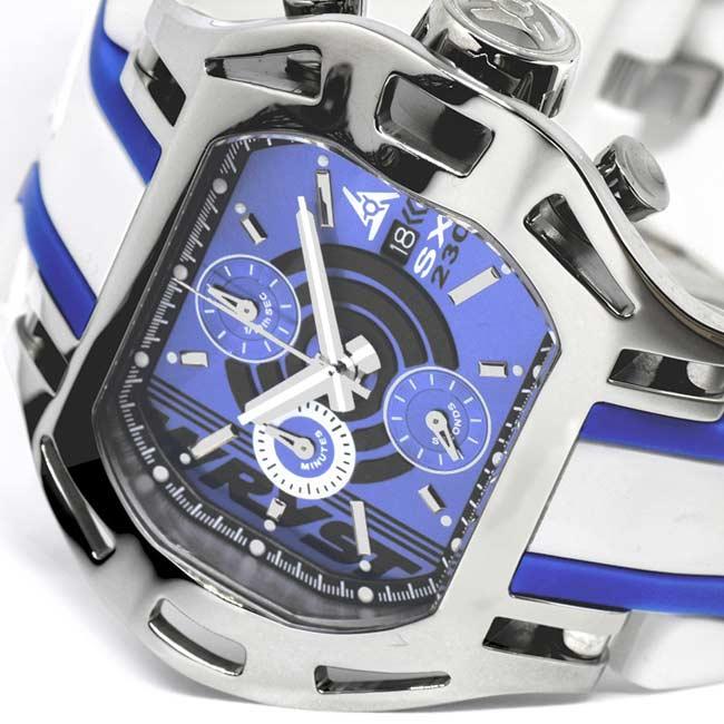 Schweizer Uhr mit blauem Zifferblatt