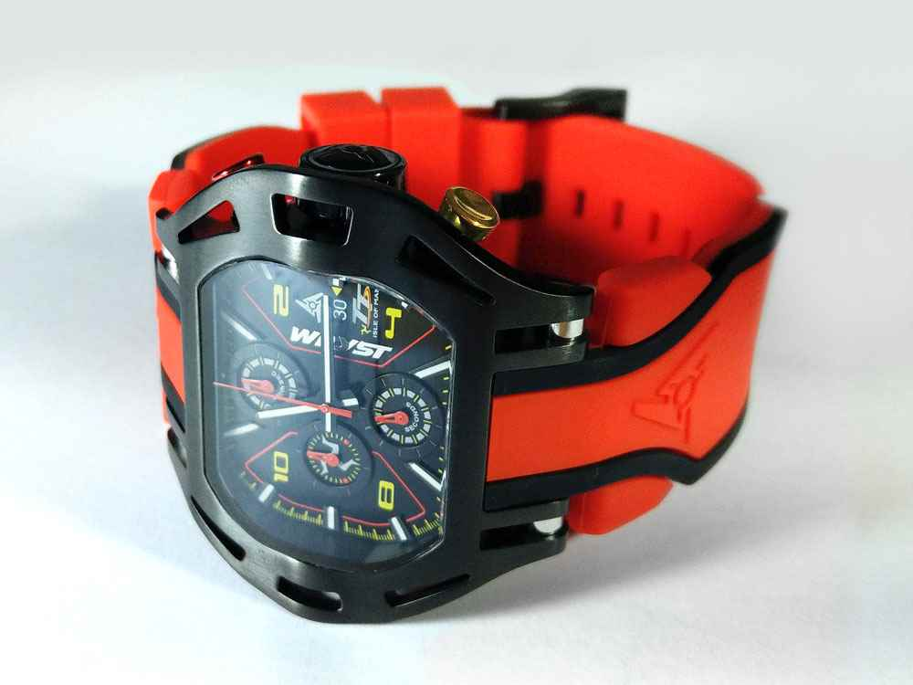 Red Classic TT Racing Wryst Watch