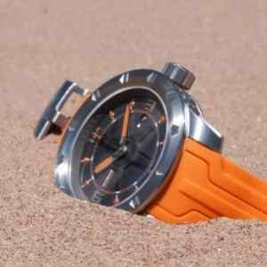 Montre orange pour sports extrêmes Suisse Wryst ES50